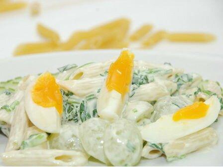 Salad mì nui trứng gà