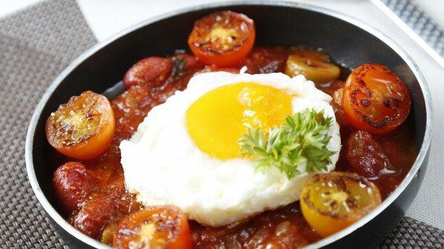 Trứng trụng sốt cà chua
