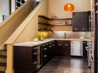 Ý tưởng bếp kề cầu thang