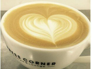 Cappuccino nóng dành cho buổi tối se lạnh ở Press Corner