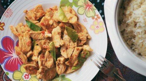 Cà-ri đỏ kiểu Thái và gà xào cà-ri đỏ (new)