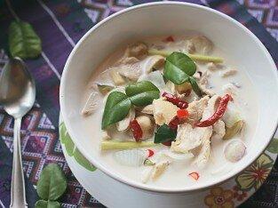 Canh chua cay gà nấu nước cốt dừa kiểu Thái