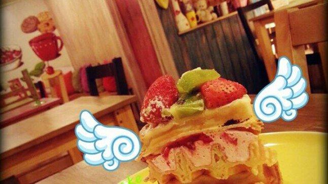 Ngọt ngào Fresh Strawberry Waffle tại Waffle