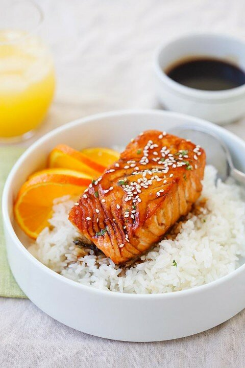 Cơm cá hồi sốt Teriyaki cam