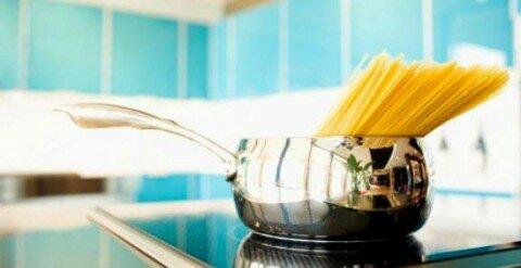 luoc pasta trong noi nho