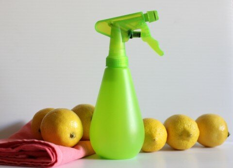 Cleaning-With-Lemons