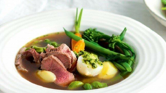 Canh thịt bò nấu rau củ