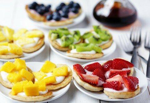 Bánh pancake sắc màu trái cây