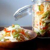 Bắp cải ngâm chua ngọt giòn ngon ngày Tết