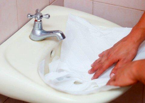 làm sạch bồn rửa 2