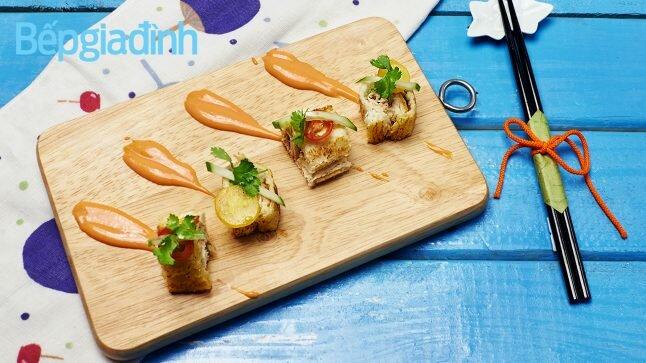 Món ngon cuối tuần: Bánh mì sandwich kẹp cá ngừ nướng