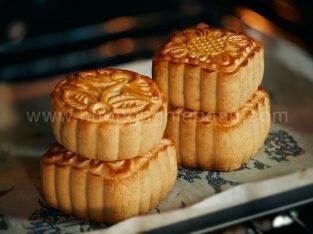 Cách làm bánh trung thu thập cẩm ngon tại nhà
