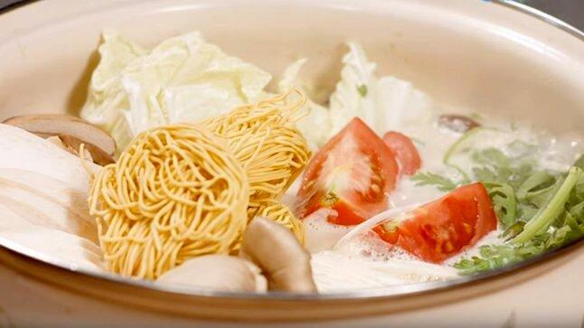 Video: Lẩu gà sữa đậu nành - Món ngon cho cả nhà