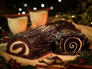 Học cách làm bánh khúc cây đón Giáng sinh ấm áp