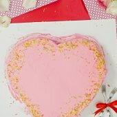 Tạo hình bánh ga-tô trái tim làm quà Valentine