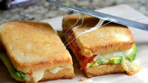 Sandwich bơ tuyệt ngon cho bữa sáng
