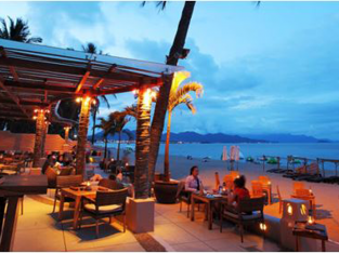 Những quán bar đẹp dọc bờ biển khắp Châu Á